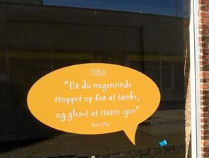 Poesiparken giver nyt liv til tomme butikker