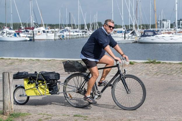 Cykelvognen er pakket, og det tager ikke mange minutter, før Jan Olesen er i gang.