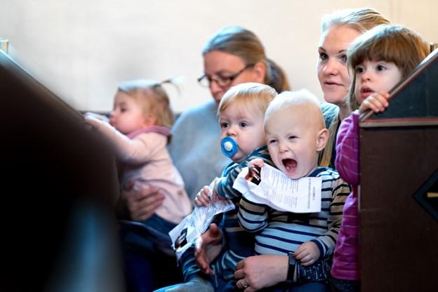 Det var ikke ligefrem stille i kirken under julegudstjenesten for dagplejebørnene. Foto: Torben Hansen