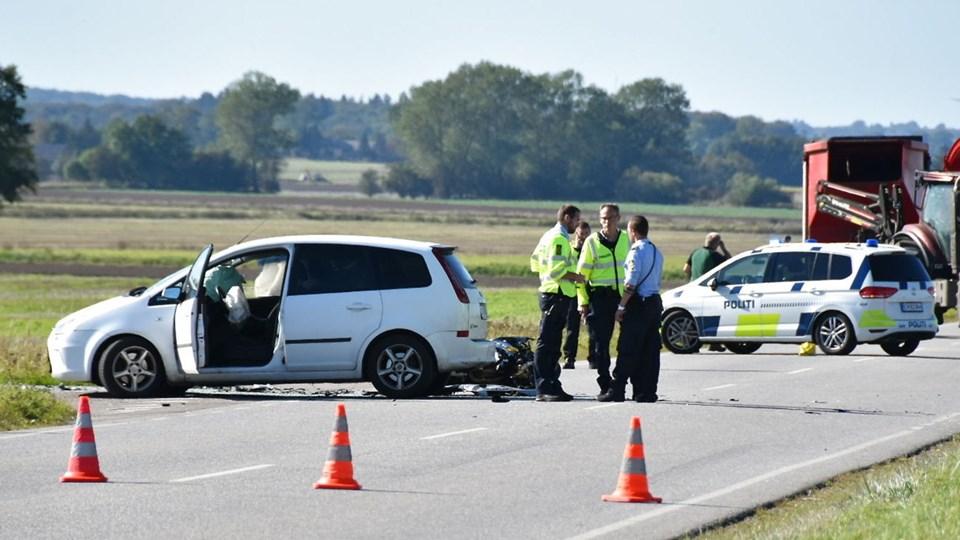 Politi og ambulancer rykkede søndag rykket ud til Ringstedvej nord for Haslev til en alvorlig trafikulykke.