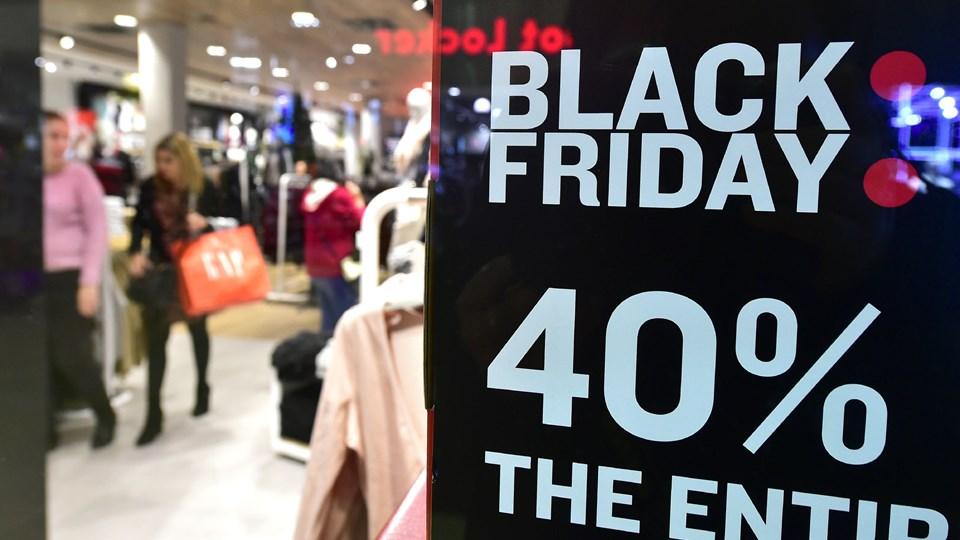 Årets helt store shoppedag løber af stablen fredag, og et stigende antal fupbutikker forsøger at få en bid kagen, lyder advarslen fra flere sider. (Arkivfoto).