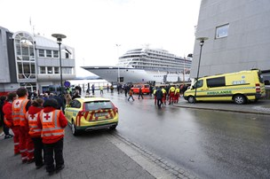 Evakuerede passagerer på nødstedt krydstogt er chokerede