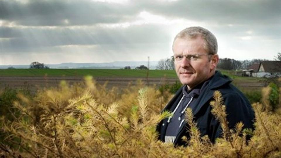 Morten Kristensen har flot udsigt fra sin stue og sin have. Endnu. Foto: Peter Broen