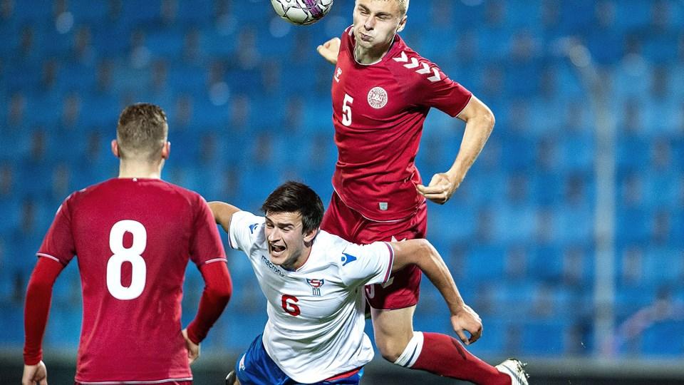 U21-landsholdet vandt 3-2 over Belgien i en testkamp forud for sommerens EM-slutrunde. På billedet ses Victor Nelsson i aktion i efterårets kvalifikationskamp mod Færøerne.