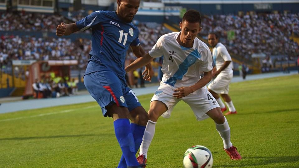 Yordan Santa Cruz (til venstre) var blandt de fem cubanske fodboldspillere, der hoppede af i Canada.