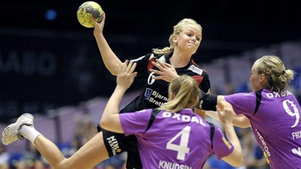 Stine Jørgensen har trukket et stort læs hos Aalborg DH. Det kommer hun nok ikke til ved VM.  Foto: Lars Pauli