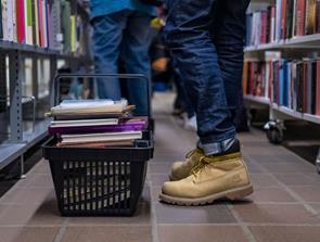 Gør et sommerkup: Biblioteket sælger ud