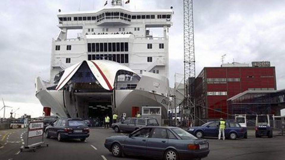 Nedgangen af færgepassagerer til og fra Frederikshavn fortsætter, men ikke helt i den takt, som Frederikshavn Havn angav i havnens halvårsmeddelelse. Men stadig flere passagerer vælger at blive om bord mens færgen er i havn. Foto: Kim Dahl Hansen