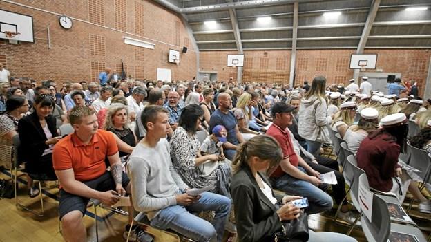 De nye studenters forældre var inviteret til at overværede den festlige begivenhed på gymnasiet forleden. Foto: Jørgen Ingvardsen Jørgen Ingvardsen