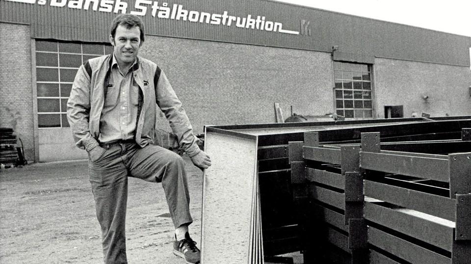 Den unge fabrikant Svend Møller ved den nye fabrik på Jyllandsvej i begyndelsen af 1970'erne. Foto: Jørgen Bak Rasmussen.