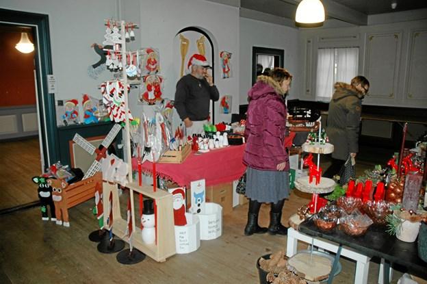 Der er masser af julehygge blandt de næsten 40 boder. Privatfoto