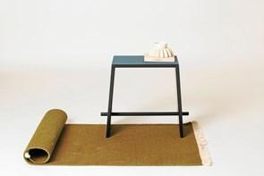 Han designer møbler