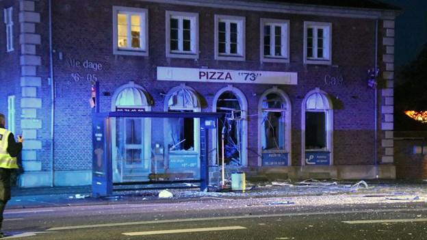 Politi efterlyser mand med plastikpose efter eksplosion