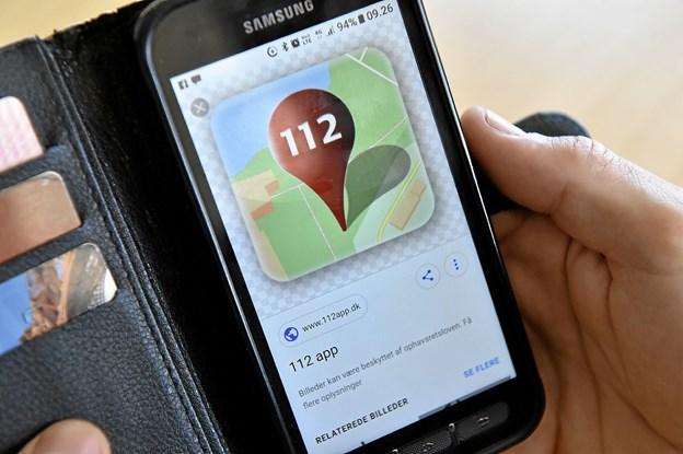 SMS teamet opfordrer til at alle får 112 appen på telefonen. Den gør det meget nemmere for redningshjælpen at finde uheldsstedet. Foto: Ole Iversen
