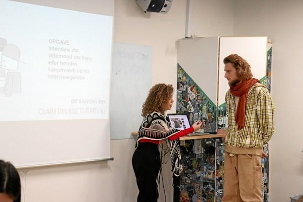 Workshoppen på Klejtrup Musikefterskole med rapcoachene Iris og Rune Rim udfordrer eleverne både personligt, samfundsfagligt og musikalsk. Privatfoto