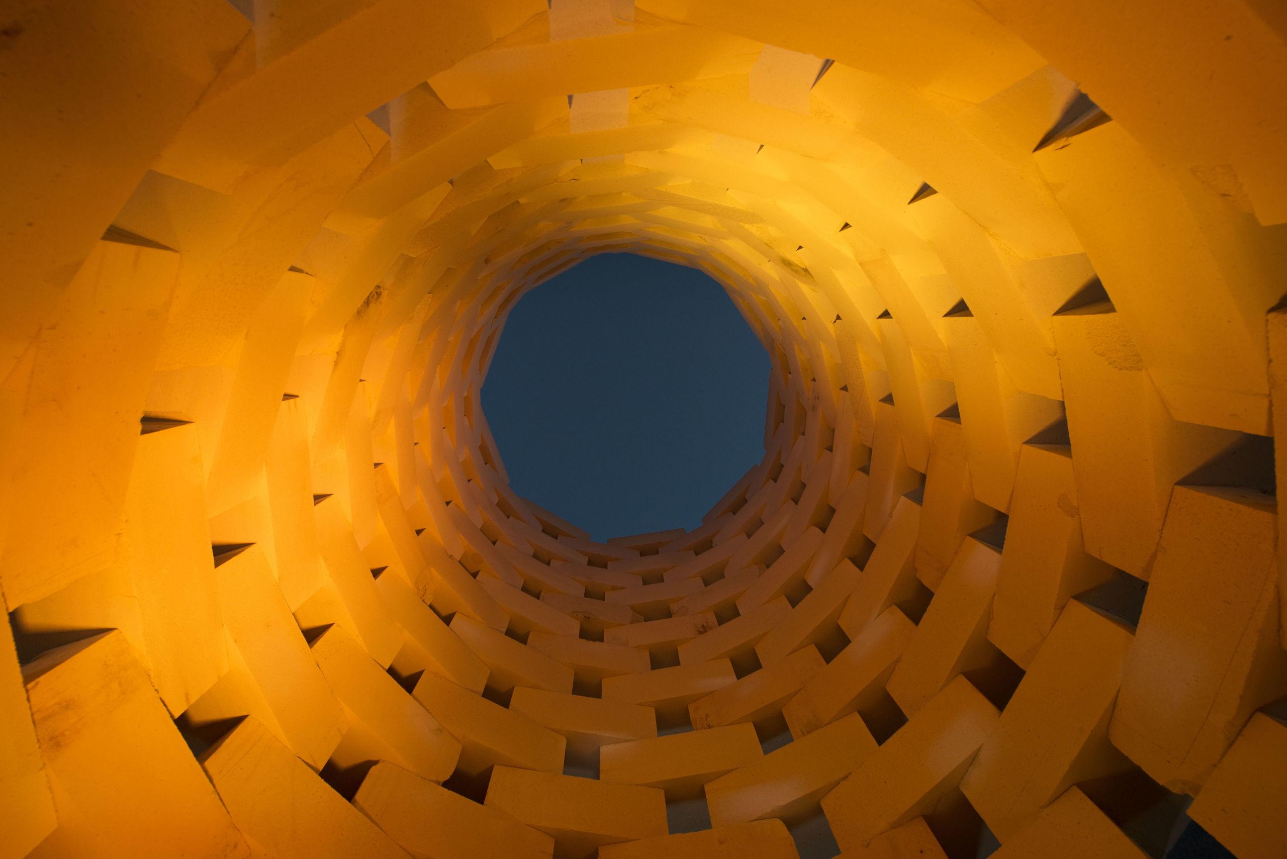 Den høje installation set indefra. Foto: Lars Horn