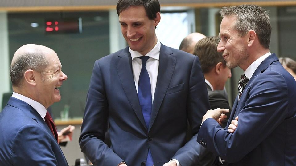 Hollands finansminister, Wopke Hoekstra (midten), og Danmarks finansminister, Kristian Jensen (th), mødes mandag i København for at styrke de to landes EU-alliance for et slankere EU-budget og for en fælles holdning til brexit. Foto: Emmanuel Dunand/Ritzau Scanpix