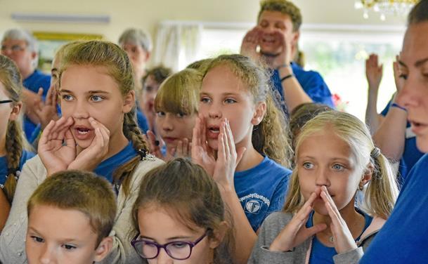 Tjernobylbørn skabte glæde på ældrecenter Fyrglimt