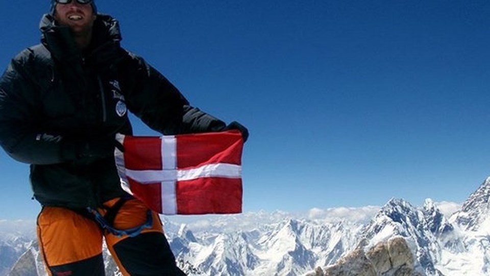 Jakob Urth vil bestige Mount Everest uden brugen af kunstig ilt. Her ses han på toppen af bjerget Gasherbrum 2 i Pakistan. Foto: Free/Jakob Urths Instagram