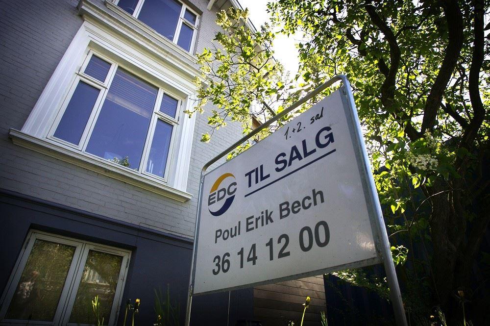 Priserne på ejerlejligheder er steget eksplosivt, og nu kan køberne ikke længere være med