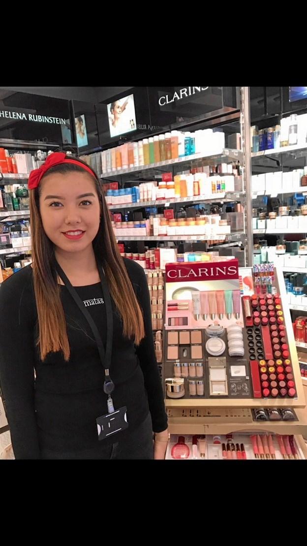 Laura er elev i Matas Stokbrogade - i sin fagprøve sætter hun fokus på hudpleje og makeup fra Clarins. Privatfoto
