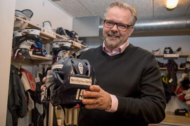 Ikke længere tvivl om ishockeytræner: Nu bygger Pasanen permanent rede hos høgene