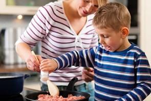Måltidskasser kan være en stor hjælp for ældre i egen bolig