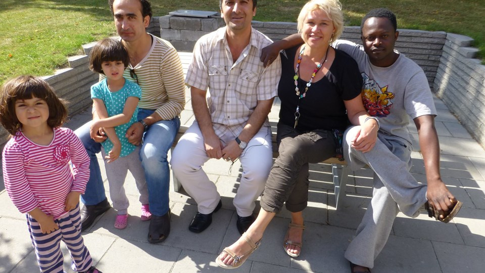Marie Bartholdy sammen med beboere fra Asylcentret i Brovst. Privatfoto