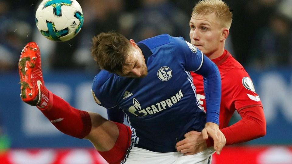 Frederik Sørensen (th.) - her i aktion i en kamp mod Schalke 04 - scorede for Köln mod Gladbach. Foto: Reuters/Wolfgang Rattay/arkiv