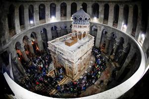 Jesu grav i nyrestaurerede omgivelser