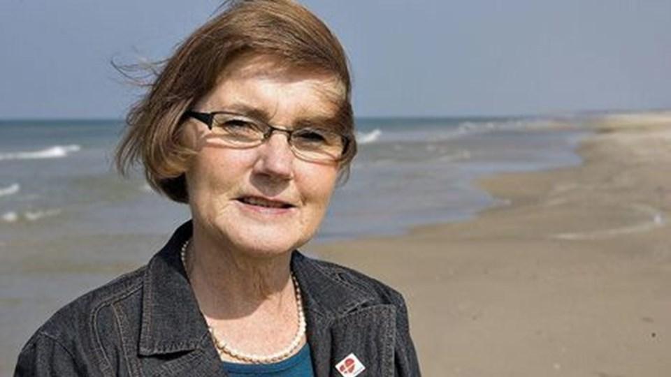 Turistchefen i Tversted, Anne-Marie Høholt, kan fejre to mærkedage i år. På onsdag runder hun 60 år, og i år har hun 30 års jubilæum som turistchef i byen ved Tannisbugt. Foto: Peter Broen