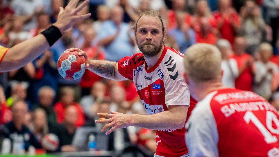 Afklædte håndboldtøser skal sælge VM i Danmark   Håndbold
