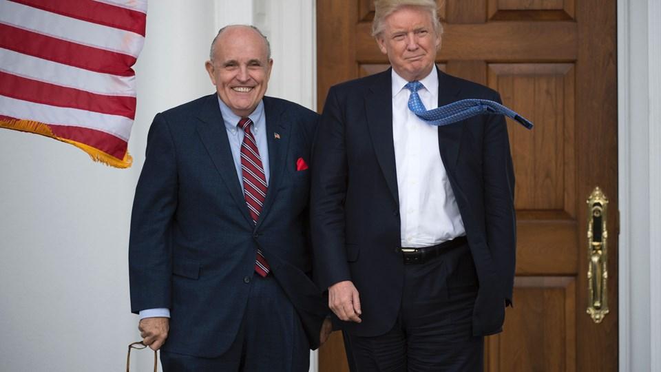 Rudy Giuliani (tv) sluttede sig til Trumps hold af advokater for kort tid siden. Han har tidligere været borgmester i New York. Foto: Scanpix/Don Emmert/Arkiv