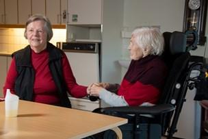 Brønderslevs ældste fylder 107 år: Elna kan godt lide at holde i hånd