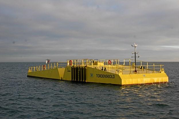 Tordenskiold er nu forsvarligt forankret i bølgerne nordøst for Hirsholmene ved Frederikshavn.