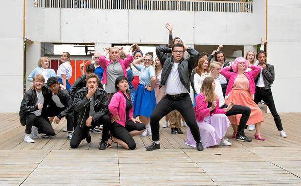Kærlighed og brylcreme på friluftscenen i Hjørring