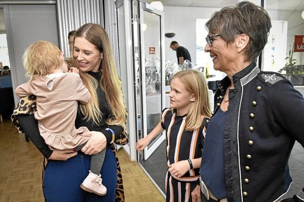 For uden familiens støtte var det aldrig gået. Her er det datteren Sofie Thorsø Dallerup fra Kolding og børnebørnene Ellen og Alma. Foto: Ole Iversen