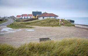 Strid om kystsikring: Imens æder havet af Lild Strand