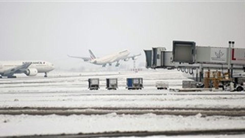 Det dårlige vejr rundt om i Europa var skyld i at fly og personale blev fanget i udenlandske lufthavne, og derfor måtte flyet fra København til Aalborg aflyses.  Foto: Scanpix