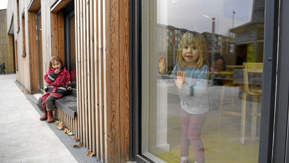 Aalborg Kommune vil bygge tre nye børnehaver - men også skære i åbningstider og indføre tvungen ferielukning, og det er pædagoger og forældre utilfredse med. Arkivfoto: Mette Nielsen