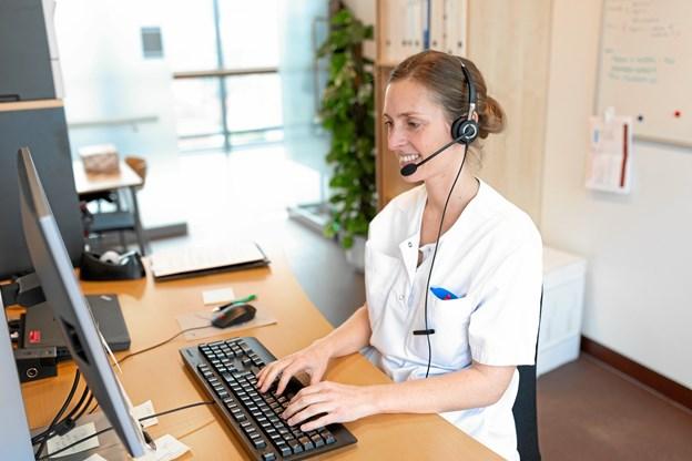 En erfaren diabetessygeplejerske er klar til at svare på spørgsmål på den nye hotline.