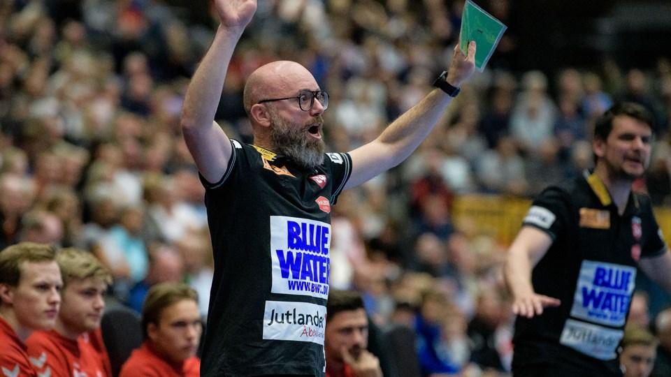 Stefan Madsen har i løbet af sæsonen vundet både mesterskab og pokaltitel med Aalborg Håndbold. Nu har han succes som træner for U21-landsholdet ved VM. Arkivfoto: Bo Lehm