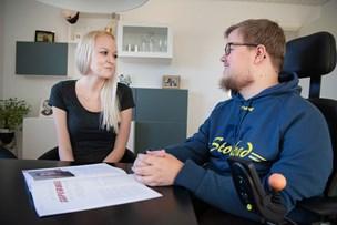Kommuner sparer på handicappede: Hver femte personlige hjælper er væk