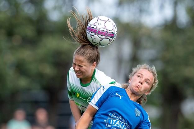 Laura Frank header for Fortuna Hjørring. For nylig trænede hun fodboldpiger hos IK Rosendal. ?Arkivfoto: Henrik Bo