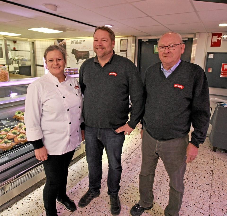 Anika og Anders Dige driver i dag MENY i Dronninglund. Til højre ses farmand, Ole Dige Pedersen. Foto: Jørgen Ingvardsen Jørgen Ingvardsen