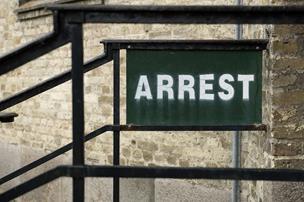 59-årig død i Hobro Arrest: Var sigtet for overgreb på 10-årig pige
