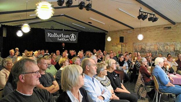 Lydhørt publikum i Kulturhus Løkken. Privatfoto