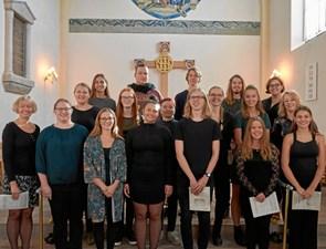 Korsangere fra Hobro Kirke optræder solo