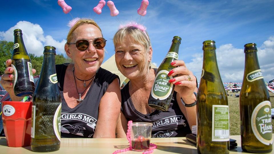 Marion Onstad, til venstre, og Ellen Bugge-Asperheim fra mc-klubben Just Girls i Askim er to ud af kun tre deltagere fra klubben i år.