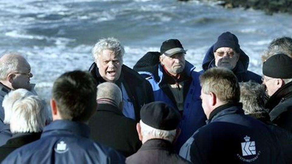 Trafikudvalget besøgte også Lønstrup, hvor beboerne ikke tror på Poul Jakobsens metode. Lønstrup Fiskeriforening fik foretræde for Trafikudvalget og gjorde det helt klart, at man ikke ønsker den eksisterende kystsikring ved Lønstrup erstattet af drænrør.FOTO: HANS RAVN